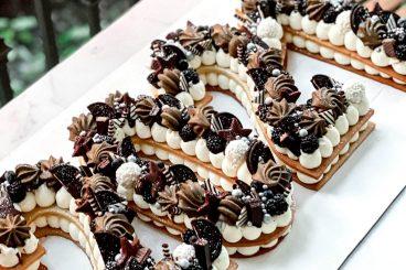 2021 NEW YEAR'S CAKE BROWN & BLACK
