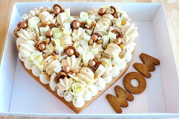 HEART (MOM) CAKE